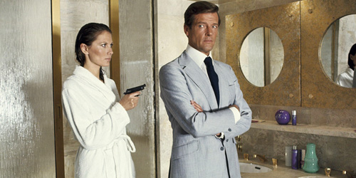 05_the-man-with-the-golden-gun-pic1-with-roger-moore